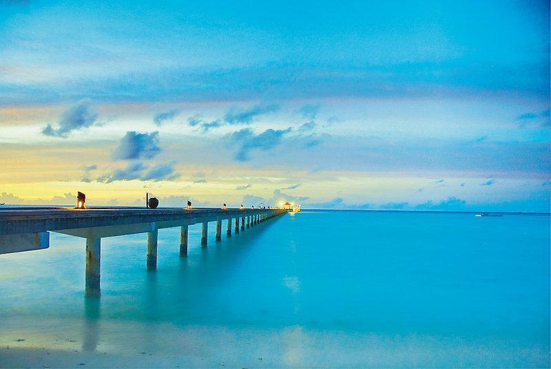 Holiday Island Resort and Spa, Maldivi 2