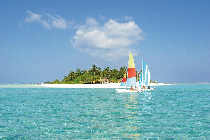 Holiday Island Resort and Spa, Maldivi 4