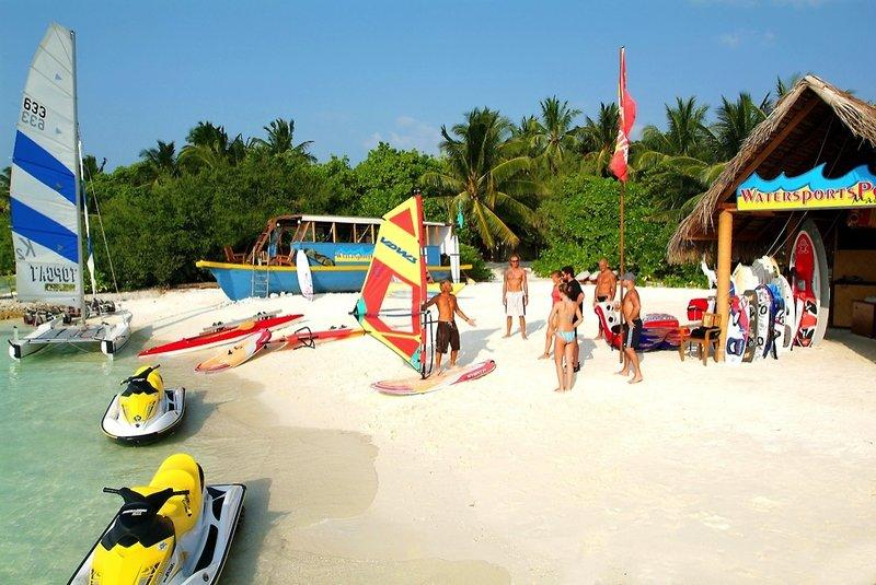 Adaaran Select Hudhuranfushi, Maldivi 2