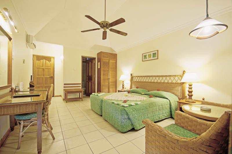 Fihalhohi Island Resort, Maldivi 4