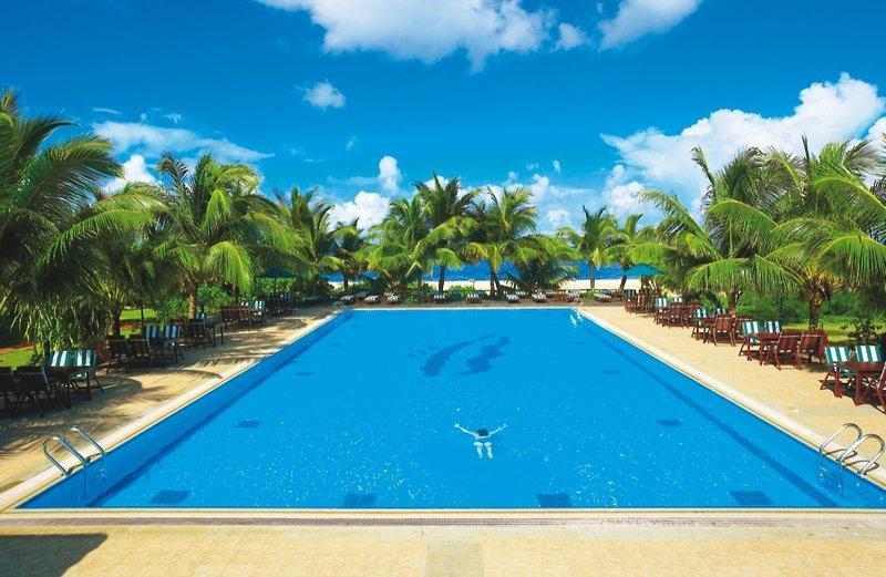 Hulhule Island Hotel, Maldivi 3