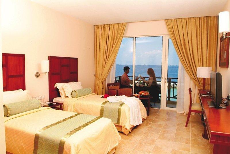 Hulhule Island Hotel, Maldivi 4